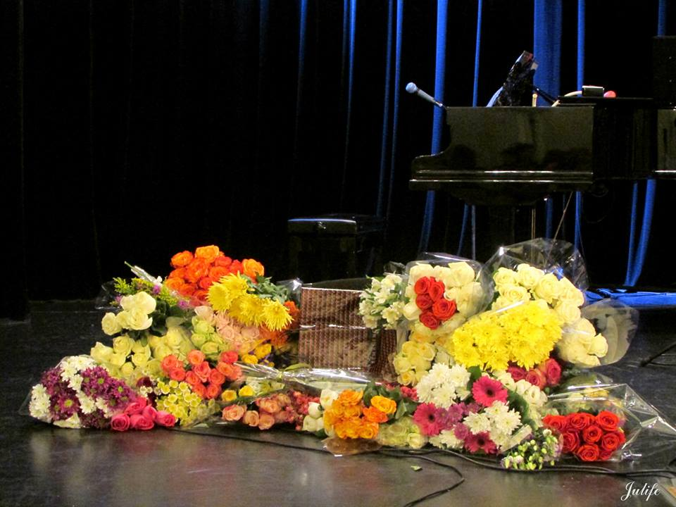 Дарить-цветы-артисту