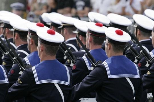 Французские-моряки-в-бескозырках-с-помпоном