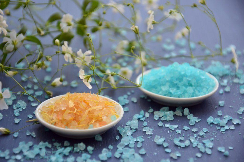 Соль-чистит-энергию-в-доме